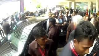 Sri Lanka: President Mahinda Rajapaksa doorstepped
