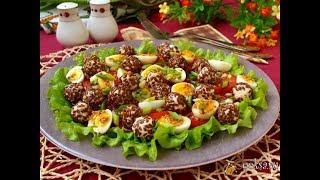 Салат с помидорами, перепелиными яйцами и сырными шариками Диетические блюда