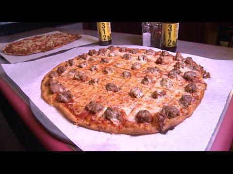 Chicago's Best Pizza: Villa Nova Pizzeria