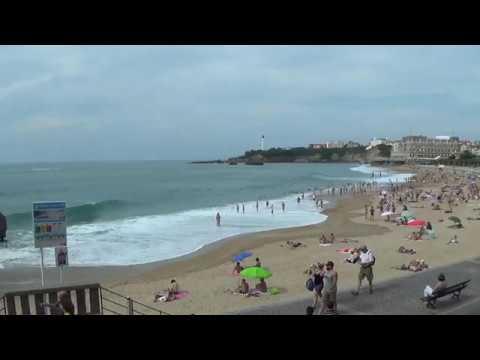 La grande plage de Biarritz se vide à l'arrivée du brouillarta - juin 2017