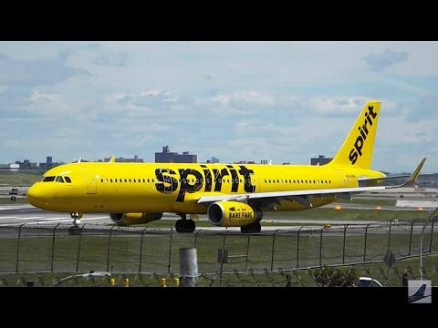 40 Minutes Plane Spotting - New York LaGuardia Airport (LGA) Busy Monday!