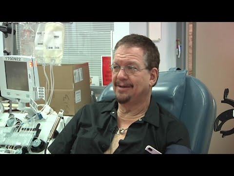 Penn Jillette donates blood for Vegas victims