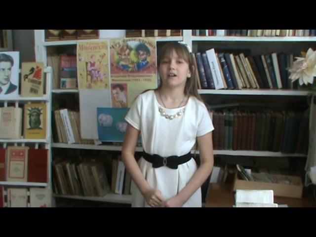 Изображение предпросмотра прочтения – НадеждаКорольчук читает произведение «Тучкины штучки» В.В.Маяковского