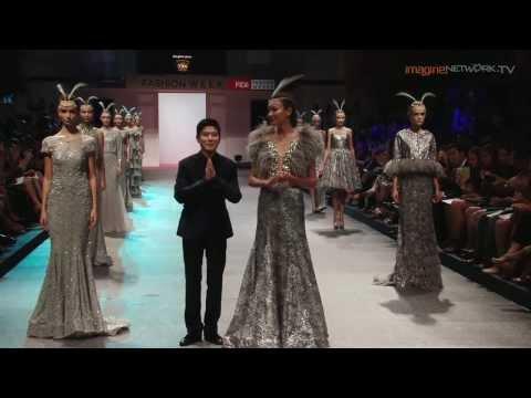 Sebastian Gunawan's Mod Muse 2014 at FIDe Fashion Week 2013
