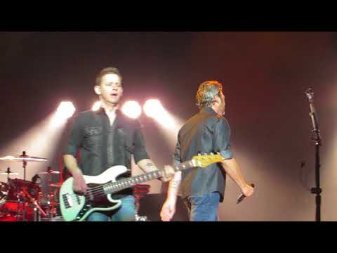 "blake-shelton-""a-guy-with-a-girl""-live-@-wells-fargo-center"
