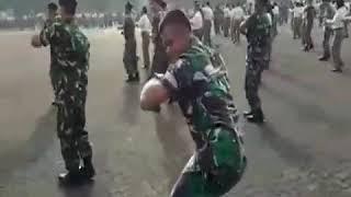 Военные круто танцуют