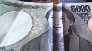 あの5000円札の樋口一葉があることをすると、 笑ったり怒ったりします。...