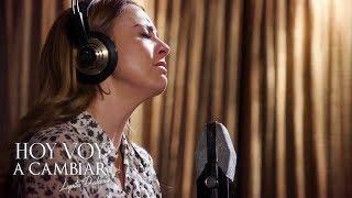 Hoy voy a cambiar | La tristeza invade a Lupita D'Alessio al grabar una canción de Juan Gabriel