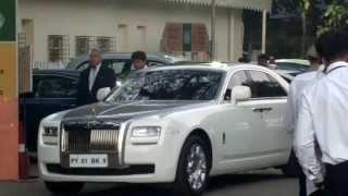 Vijay Mallya getting into his Rolls thumbnail