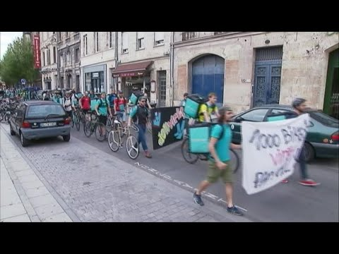 French Deliveroo couriers protest over pay changes