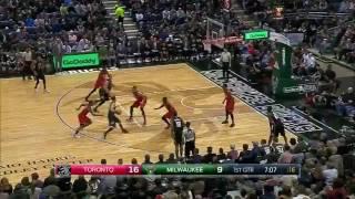 Matthew Dellavedova lobs to Mason Plumlee | Raptors v Bucks 26 Nov 2016