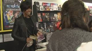 Kelly Rowland Meets First Fans To Buy Her Album, Here I Am