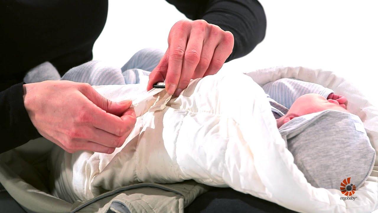 instructions porte bebe positions position ventrale avec le coussin bebe porteur assis ergobaby france