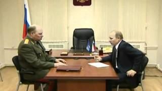 Путин рвёт листовку оппозиции на куски Putin Tear Leaflet To Pieces