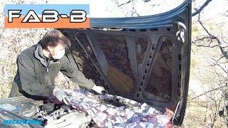 J'enlève l'ancienne mousse isolante du capot de la BMW E30