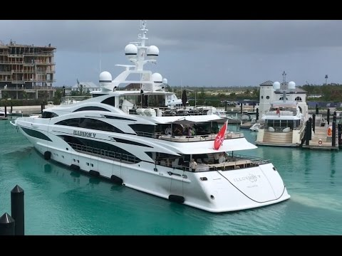 MY Illusion V docking in Bahamas