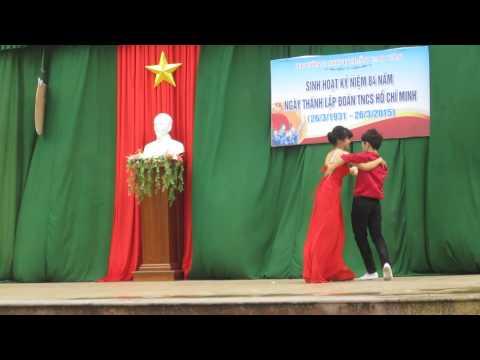 Học sinh thi khiêu vũ