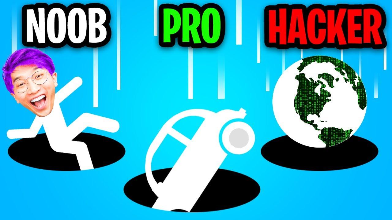 NOOB vs PRO vs HACKER In HOLE.IO! (MAX SIZE HACK!)