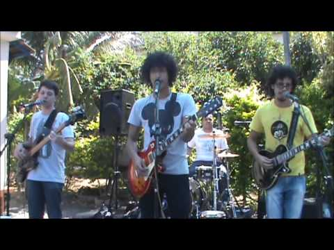 Macacos de Smoking - Corista de Rock Travel Video