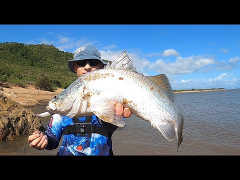 LOTS Of Barramundi While Land Based Fishing In Queensland.