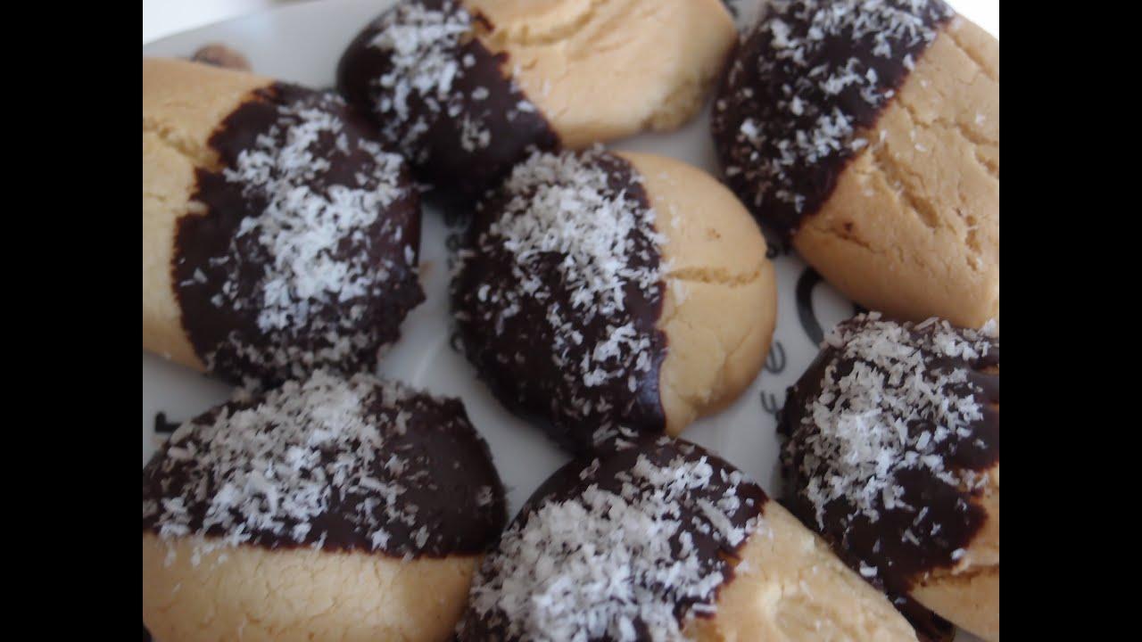 recette du biscuit avec chocolat et noix de coco youtube. Black Bedroom Furniture Sets. Home Design Ideas