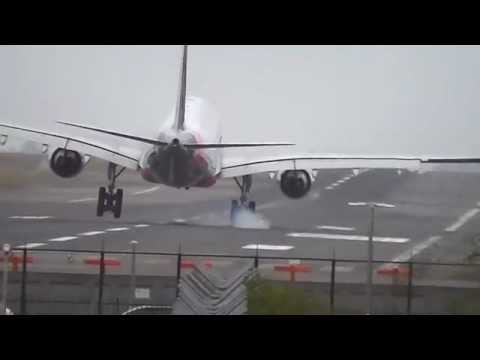 Sydney Airport Windy Landing Compliation