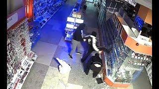 Очередное дерзкое ограбление магазина DNS в Екатеринбурге.