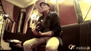 "James Taylor - ""Something in the way she moves"" - Live @Rockol"
