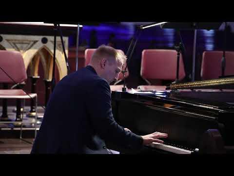 pianist-matthew-mayer-plays-god-rest-ye-merry-gentlemen,-what-child-is-this,-live-in-omaha-nebraska