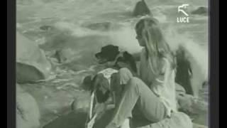 Catherine Spaak a Capo Carbonara durante le riprese del film LA CALDA VITA 28/11/1963