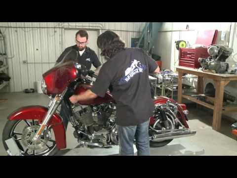 Street Glide-stretch Tank And Side Cover Installation