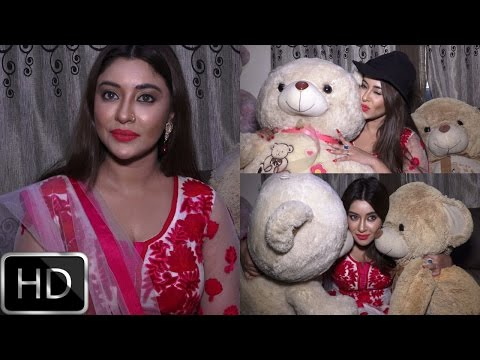 UNCUT : Payal Ghosh Celebrate Diwali & Talk About Her Bollywood Debut