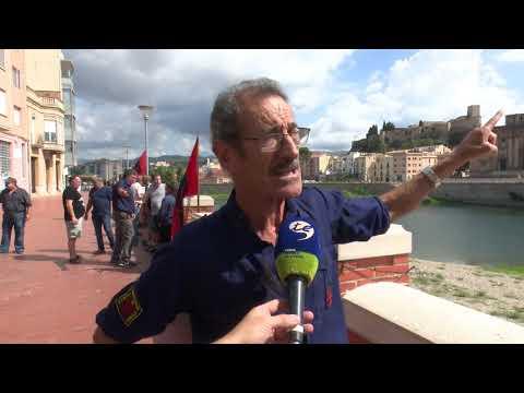 Manifestació falangista a Tortosa a favor de mantenir el monument franquista