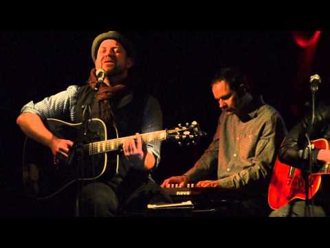 "Kristian Bush: ""Headphones"" [live in Dublin]"