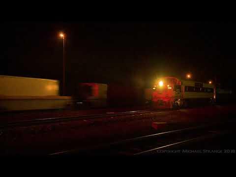 SSR GM's Crossed By Intermodal Freight Train - PoathTV Australian Trains & Railways 2017