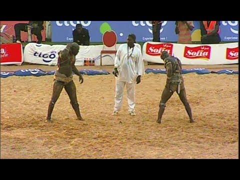 BALLA GAYE 2 VS MODOU LO - AMBIANCE DU 1er COMBAT