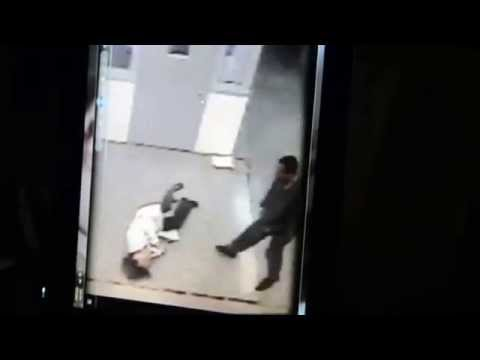 A MENTALLY ILL INMATE IN RIKERS ISLAND PUNCHES A WORKER IN FACE WATCH BODY LANGUAGE AND HANDS