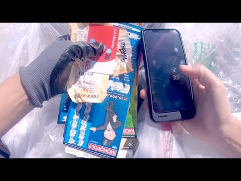 DUMPSTER DIVING- FIVE BIG STORES! LOOK WHAT SHE FOUND!