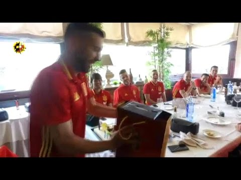 Jordi Alba celebrates birthday with Spain national team | 2017