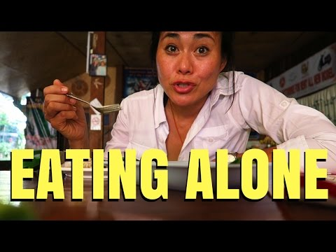 TOP 5 TRAVEL TIPS FOR EATING ALONE