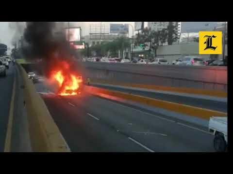 Vehículo se incendia en túnel 27 de Febrero