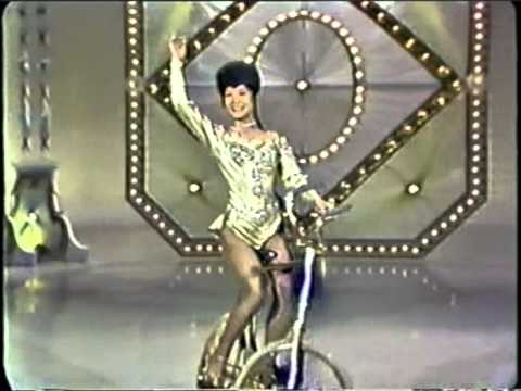 Lilly Yokoi, ballerina on bicycle / Kunstfahrrad / велофигуристка