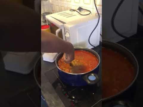 Laurita cocinando