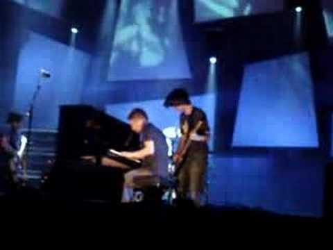 Radiohead 'videotape' (live at bonnaroo 2006)
