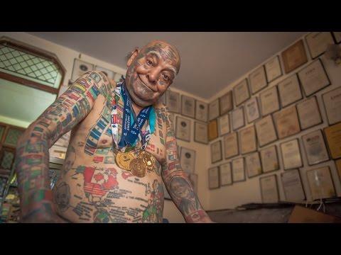 Ma 74 lata i pięćset tatuaży. Rodzina ma go za szaleńca