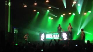 C2C - The Beat (live) + hommage MCA