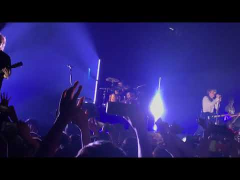 5 Seconds Of Summer - She's Kinda Hot(Live at Zepp Osaka Bayside )