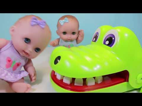 Куклы Пупсики Играют в игру КрокоДантист Мистер Зубастик Игры Игрушки для девочек. Зырики ТВ