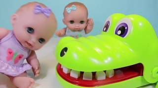 Куклы Пупсики Играют Лечат зубы Зубастику Крокодилу Дантист. Игры Игрушки для девочек. Зырики ТВ