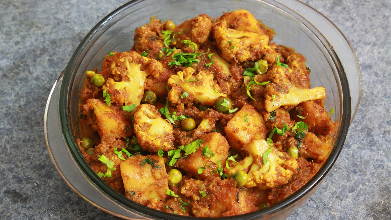 Cauliflower potato and peas curry aloo gobhi and matar masala cauliflower potato and peas curry aloo gobhi and matar masala vegan recipe forumfinder Gallery